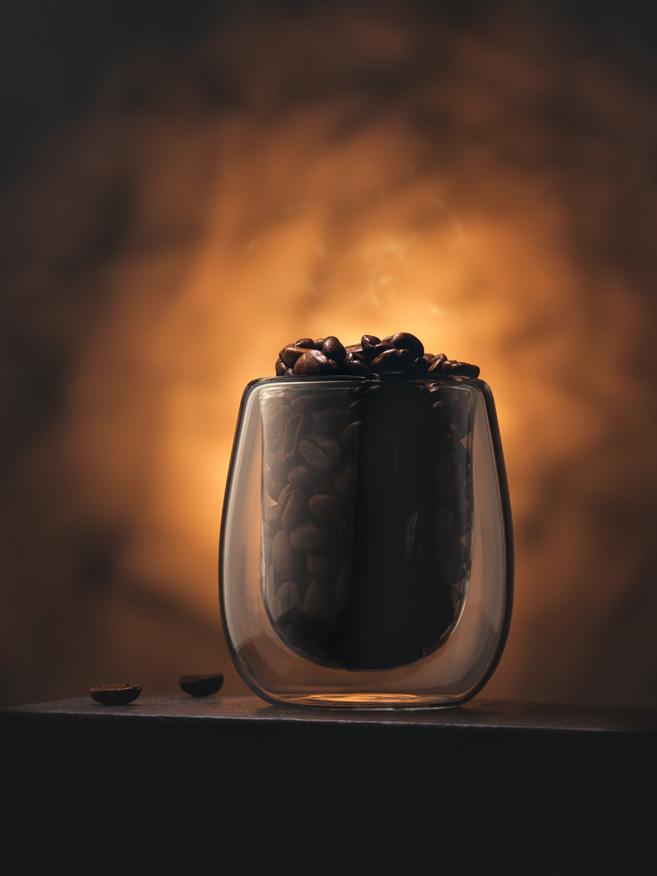 bicchiere con caffe in grani